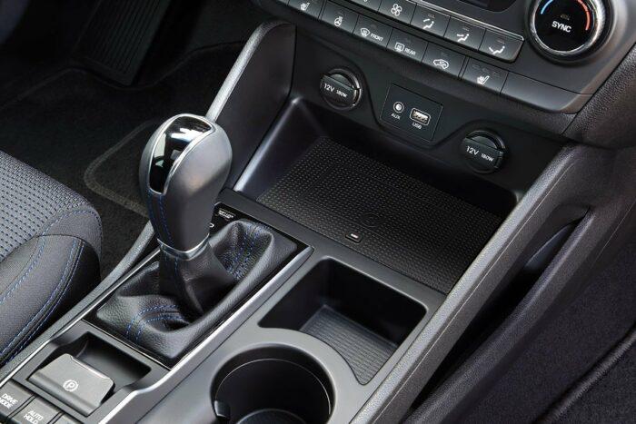 Hyundai Tuscon mit INBAY für kabelloses Laden von Mobiltelefon
