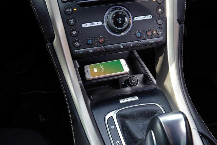 INBAY induktives Ladefach im Ford Mondeo