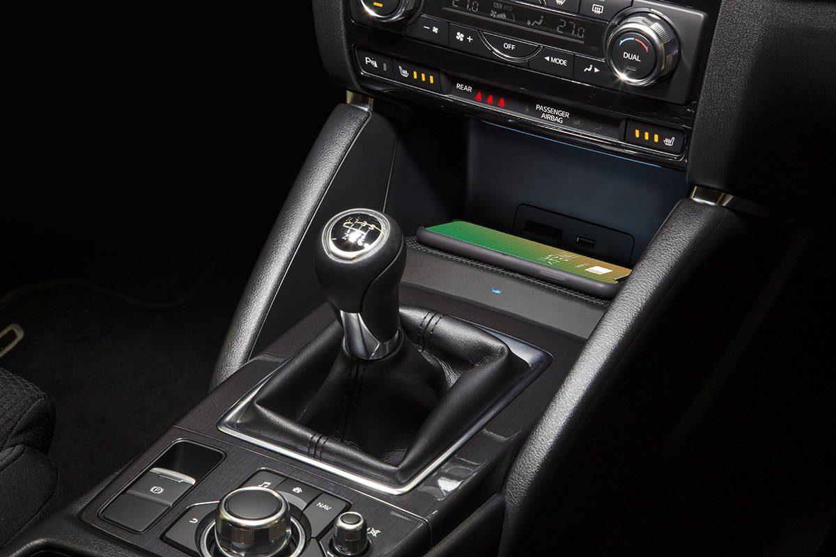 Kabelloses Laden im Mazda CX5 mit Smartphone