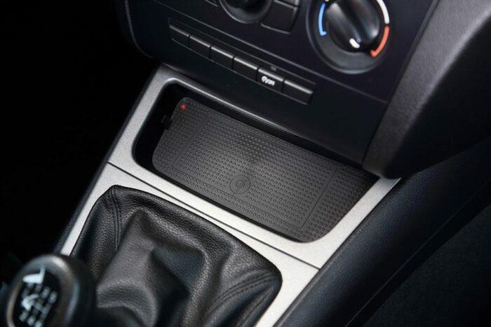 Kabellos Laden nach Qi-Standard im BMW 1er