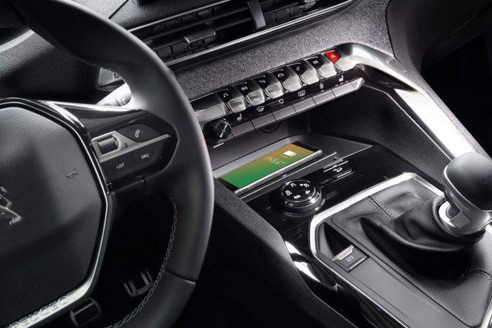 INBAY Qi charging tray for your Peugeot 3008. Charge your smartphone and other devices.