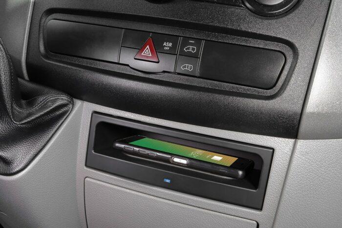 Wireless Charging Fach im VW Crafter