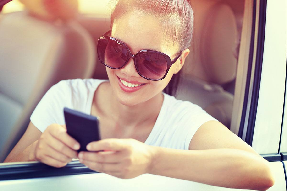 Smartphone im Auto kabellos dank Qi laden