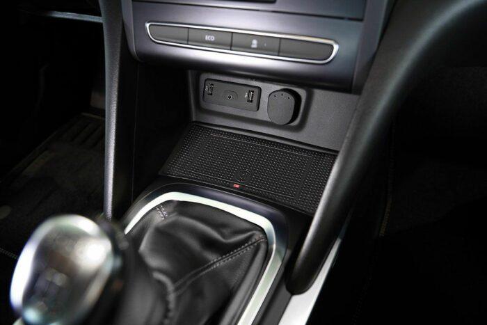 Wireless Ladeschale für induktives Laden im Renault Megane 5